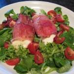 schnelle Mozzarella-Häppchen auf Salat