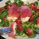 schnelle Mozzarella-Haeppchen auf Salat