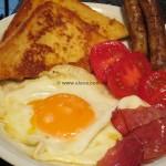 Englisches Frühstück mit Eierbrot
