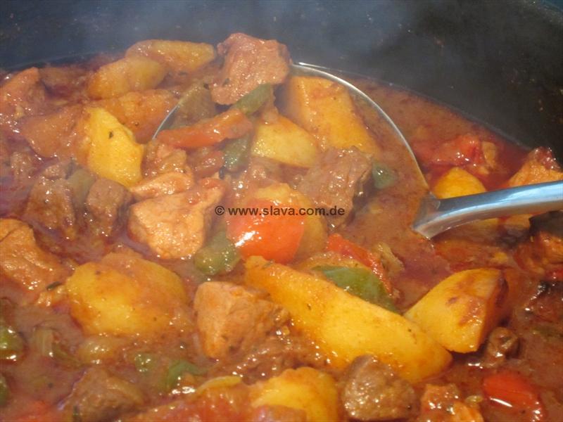 hausgemachte gulaschsuppe kochen