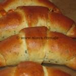 Mediterrane Hörnchen mit Ajvar und Frischkäse gefüllt
