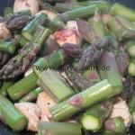 Gebratener Spargelsalat an feiner Kräuter-Knoblauch-Creme