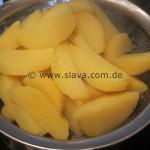 Kartoffelcüfte mit Djuvecreis, Bratkartöffelchen und Gurkensalat