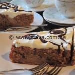 Schokoladiger Bratapfelkuchen mit Schmandhäubchen