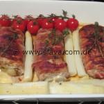 Schweinefilet, gefüllt mit Knoblauchbutter, Käse und Spargelspitzen