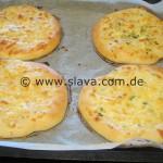 Super softe und pikant überbackene Käse-Fladenbrote