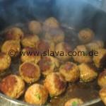 Türkische Fleischbällchen in Tomatensauce