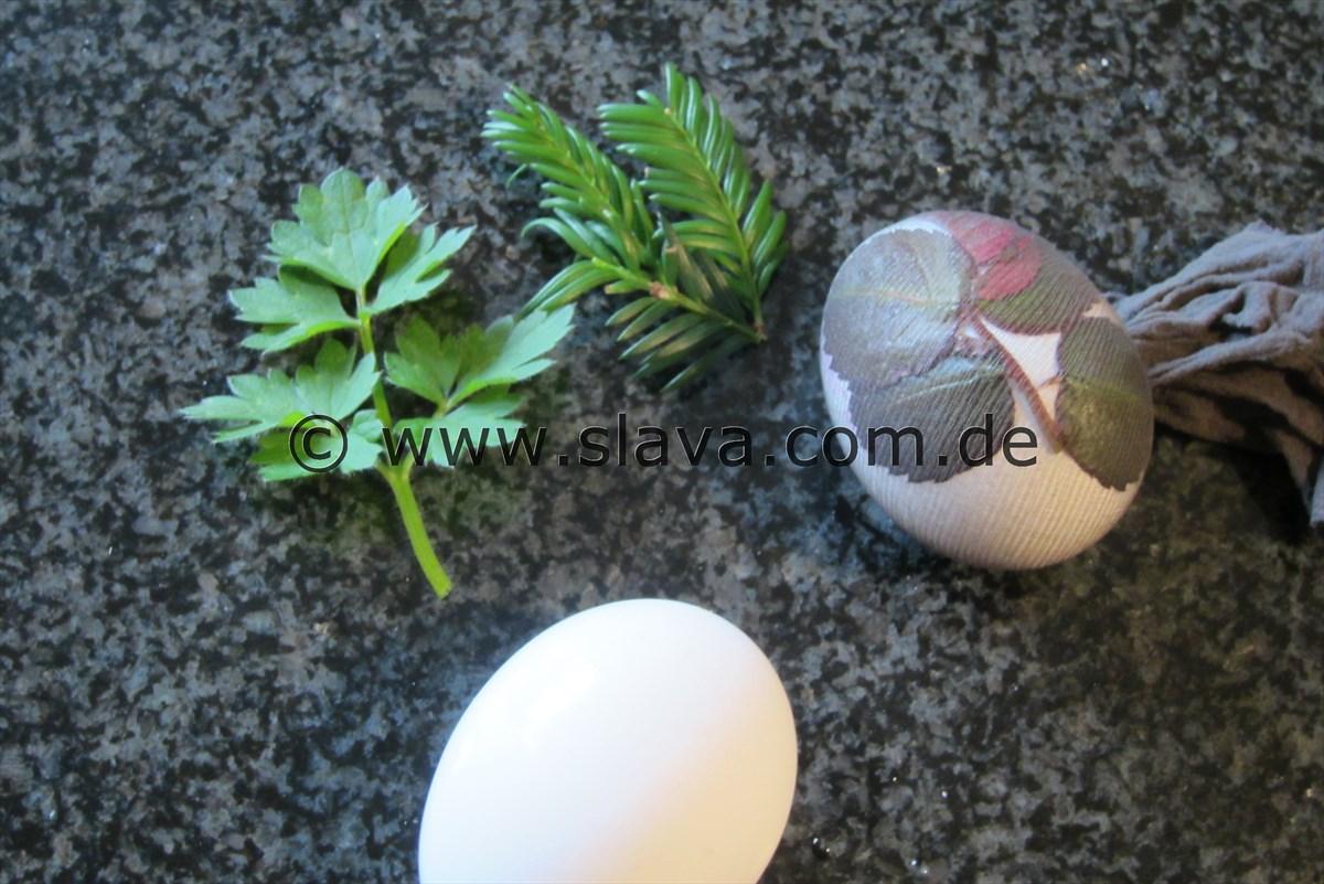 nat rlich gef rbte ostereier mit pflanzenmotiven kochen backen leicht gemacht mit schritt. Black Bedroom Furniture Sets. Home Design Ideas