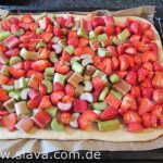 Saftiger - Rhabarber-Erdbeerkuchen mit Streuseln