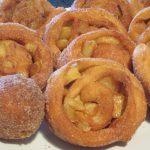 Saftige Apfelkrapfen mit Ofen und Standard-Variante