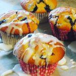 Saftige Blaubeer-Muffins mit Zitronenglasur