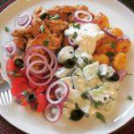Gyros-Pfanne mit Joghurt-Feta-Dip